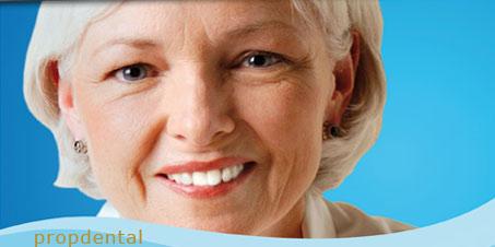 implantes dentales y factores de crecimiento de hueso