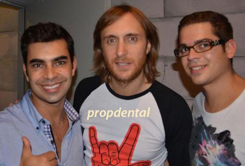 David Guetta y Dario Propdental el dentista de famosos