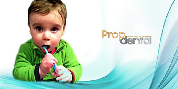 cepillar los dientes al bebe