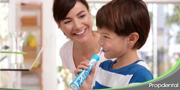 cómo ayudar a tu hijo con la higiene dental