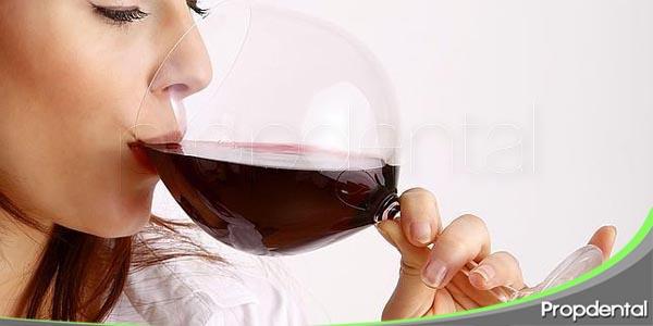 el vino tinto puede ayudar a prevenir enfermedades periodontales