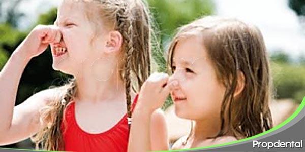 la halitosis en los niños pequeños