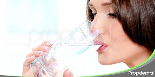 beneficios del consumo de agua potable