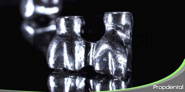 método de colocación de las coronas de acero inoxidable