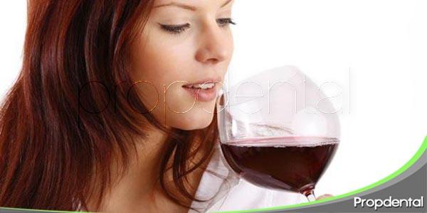 efectos del alcohol sobre las encías