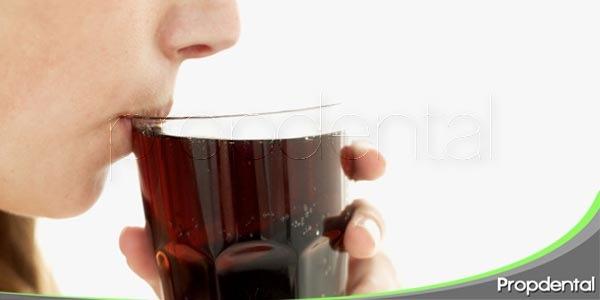 la caries dental y los refrescos ¿qué relacion tienen?