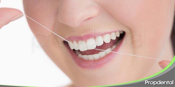 la importancia de utilizar el hilo dental