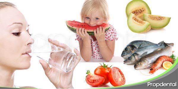 alimentos que ayudan a cuidar la salud oral en verano