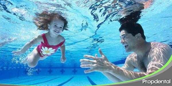 ¿cómo afecta el cloro de la piscina a tu salud dental?