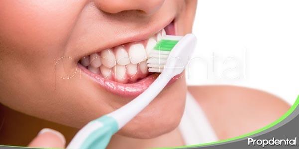 consecuencias de cepillarnos los dientes de forma excesiva