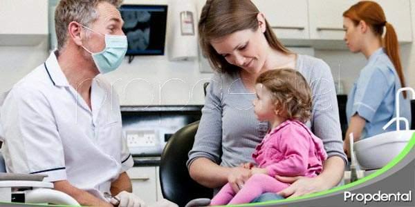el comportamiento de los padres en la clínica dental