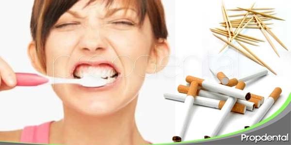 hábitos comunes que afectan a la salud bucal