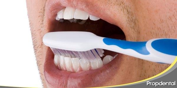 cuida de tus implantes dentales