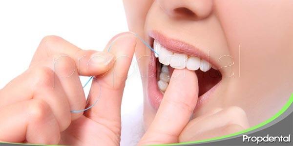 la correcta utilización del hilo dental