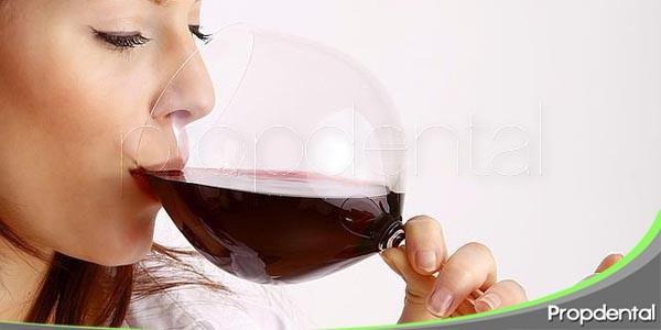 manchas dentales causadas por el vino