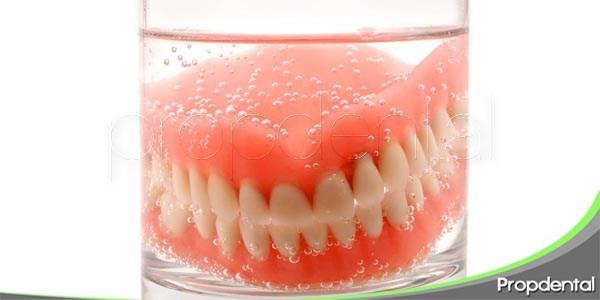 prótesis dentales dependiendo del soporte