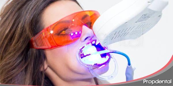 blanqueamiento LED en clínica