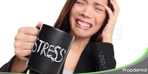 el estrés y los problemas dentales