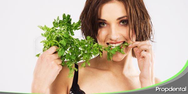alimentos que ayudan a enmascarar la halitosis