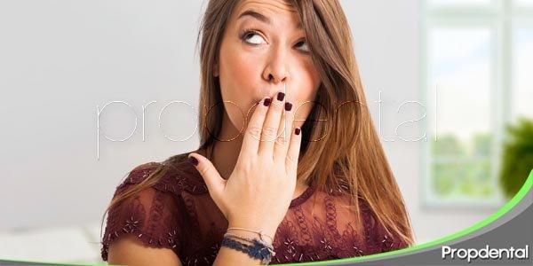¿cuáles son las causas de la halitosis?