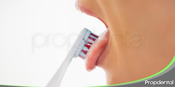 la importancia de limpiarse la lengua