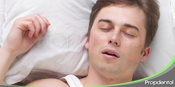 Comer e ir a dormir sin cepillarnos los dientes