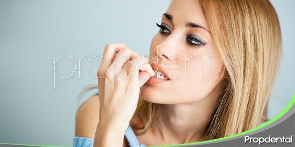 Morderse las uñas, un hábito perjudicial para tus dientes