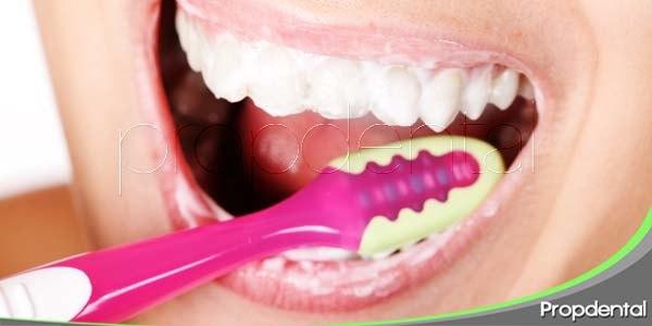 Cuidado, un cepillado dental excesivo acarrea consecuencias