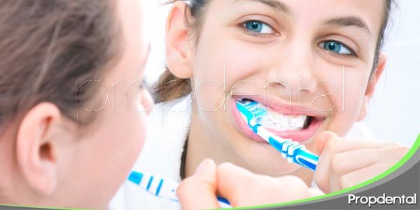 Cepillado dental después de comer azúcar