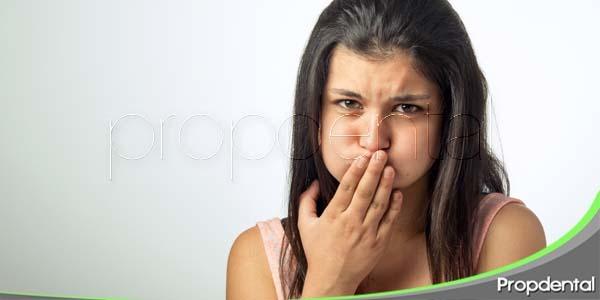 Como evitar la halitosis matinal