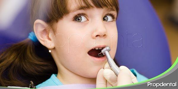¿Vale la pena empastar los dientes de leche cariados?