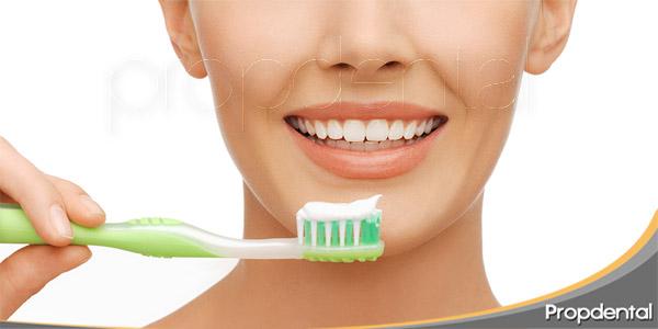 3-elementos-básicos-de-una-higiene-bucodental-completa