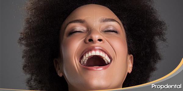cambios-hormonales-femeninos-y-salud-oral