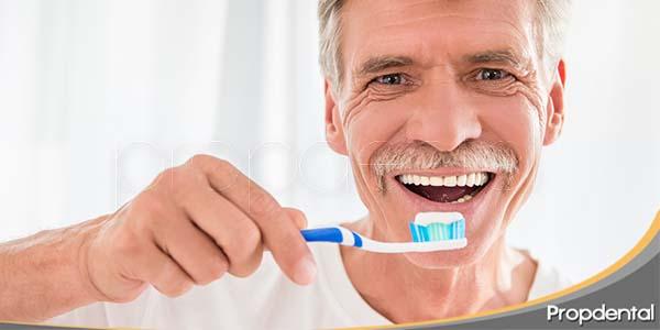 Hábitos de higiene oral en pacientes mayores