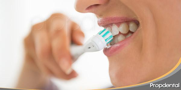 la-importancia-de-cepillarse-los-dientes