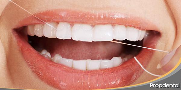 la-importancia-de-usar-bien-el-hilo-dental