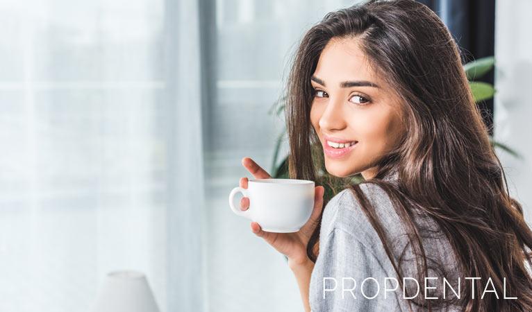 El café, un placer peligroso para tus dientes