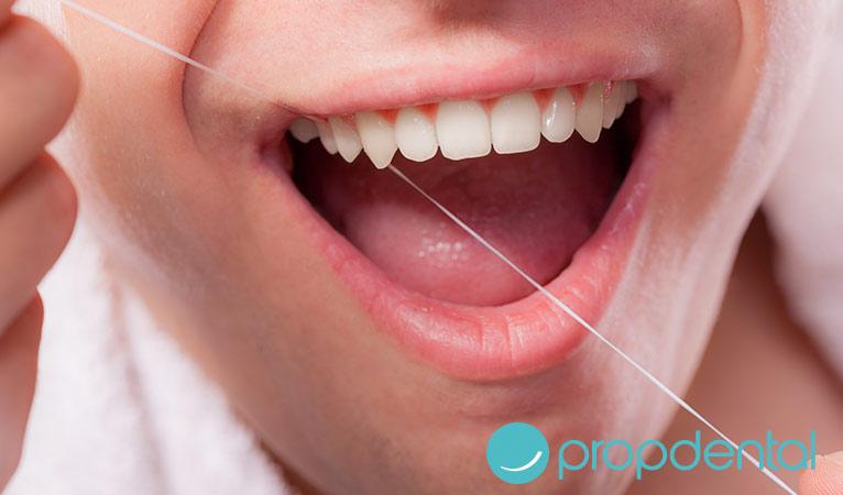 ¿Sabes cómo usar bien la seda dental?