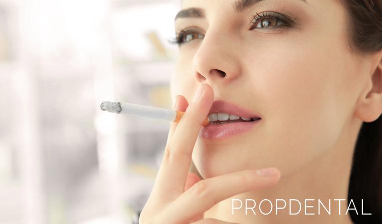 ¿Cómo afecta el tabaco a mis implantes dentales?