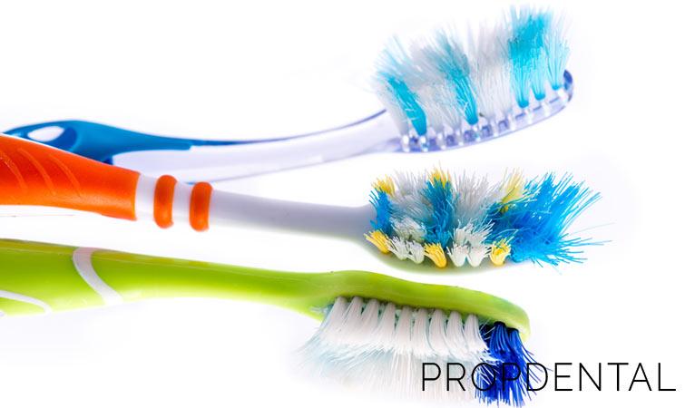 ¿Sabías que tu cepillo de dientes también tiene bacterias?
