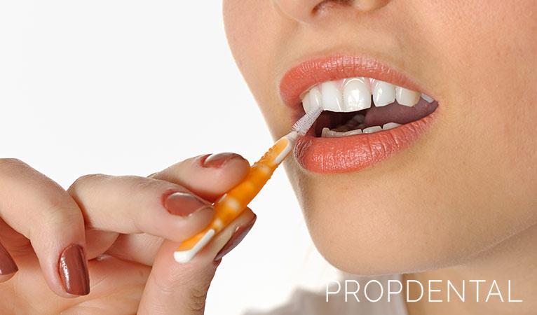 ¿Sabes usar bien tu cepillo interdental?