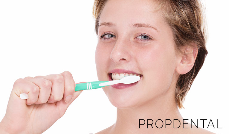 Cómo mantener una buena rutina de higiene bucal diaria